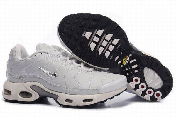 chaussure sport homme nike tn